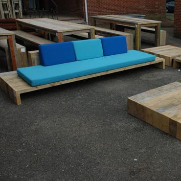 Loungebank 39 trezart 39 in gebruikt baddingenhout stockmodellen meubelen rawcreations bvba - Buiten image outs ...