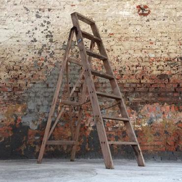 oude houten ladder 154h x 47b | tonnen, kisten & decoratie