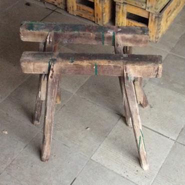 Oude Houten Tafelpoten.Oude Houten Schragen 48h X 57b X 35d Beslag Schragen