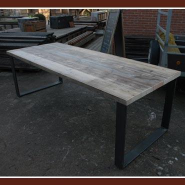 Houten Bureau Gebruikt.Tafel Metka In Oud Dik Steigerhout Metalen Onderstel In