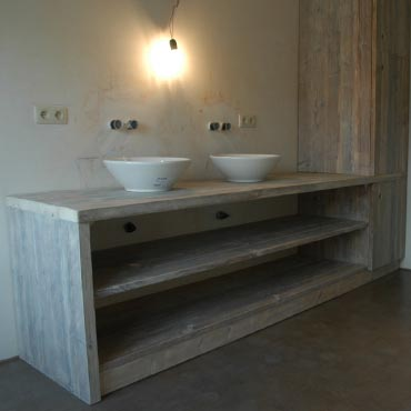 Badkamermeubelen op maat in gebruikt steigerhout 1
