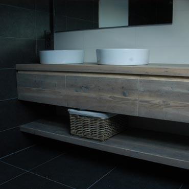 Badkamermeubelen op maat in gebruikt steigerhout 5