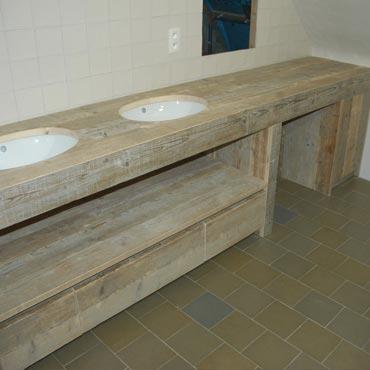 Badkamermeubelen op maat in gebruikt steigerhout 6