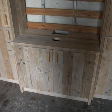 Badkamermeubelen op maat in gebruikt steigerhout 8