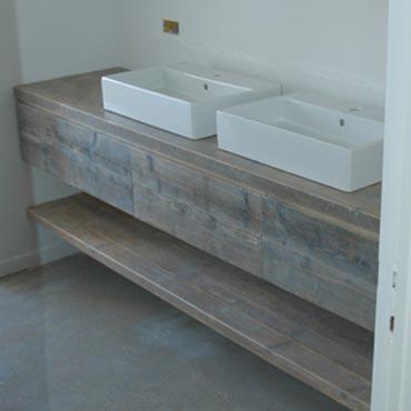 Badkamermeubelen op maat in gebruikt steigerhout 3
