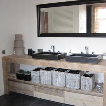 Badkamermeubelen op maat in gebruikt steigerhout 2