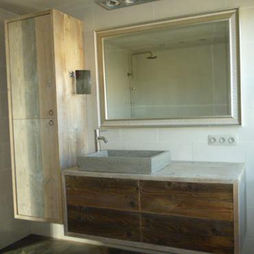 Badkamermeubelen op maat in gebruikt steigerhout | Badkamermeubelen ...