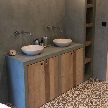 Badkamermeubelen op maat in gebruikt steigerhout 12