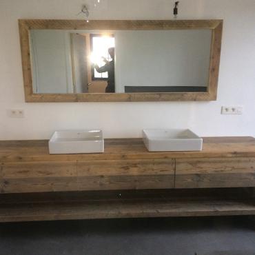 Badkamermeubelen op maat in gebruikt steigerhout 9