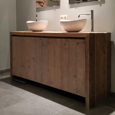 Badkamermeubelen op maat in gebruikt steigerhout 11