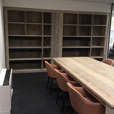 Boekenkast / Vitrinekast op maat in gebruikt steigerhout 3