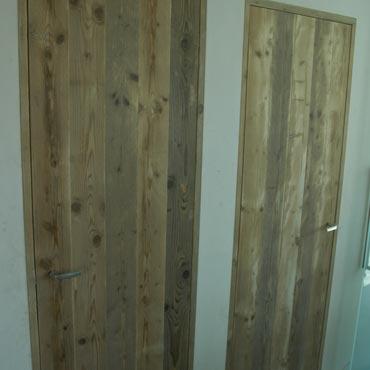 Binnendeur in gebruikt steigerhout