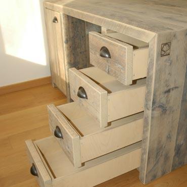 Bureau met 8 schuiven en 2 deurtjes in gebruikt steigerhout 1