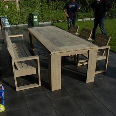 Tafel bank 3 stoelen in gebruikt steigerhout sets for Tafel van steenschotten