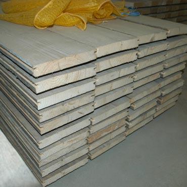Plinten en vloeren op maat in gebruikt steigerhout 1