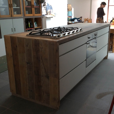 Keukens op maat in gebruikt steigerhout en accoya hout 5