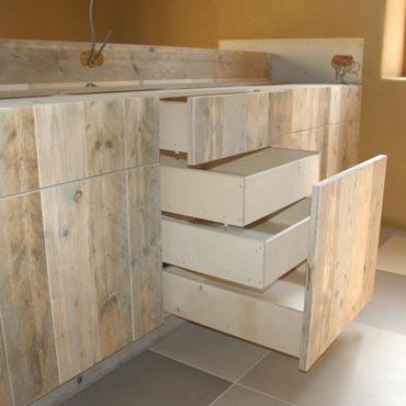 Keukens op maat in gebruikt steigerhout en accoya hout 2