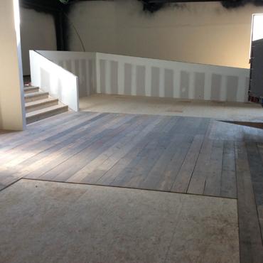 Plinten en vloeren op maat in gebruikt steigerhout 2
