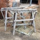 Oude houten verstelbare schragen 120l x 110h x 70b