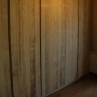 Ingemaakte kast op maat in accoya hout