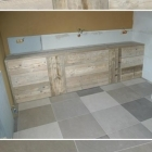 Badkamermeubelen op maat in gebruikt steigerhout