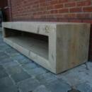 TV meubel 2 op wielen in gebruikt steigerhout