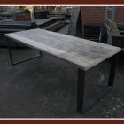 Tafel 'metka' in oud dik steigerhout + metalen onderstel